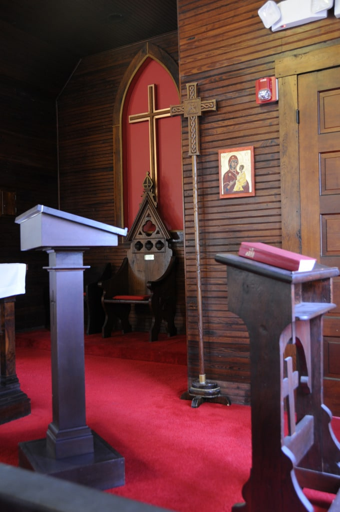 T-Thomas-Chapel-From-Alter-Rail